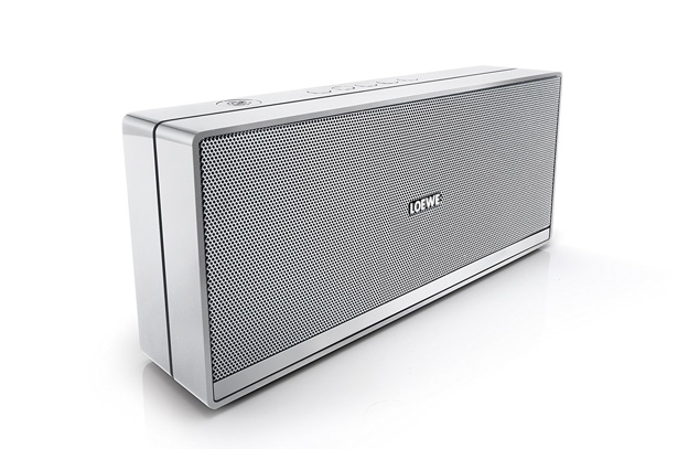 loewe speaker 2go test l 39 enceinte portable de luxe. Black Bedroom Furniture Sets. Home Design Ideas