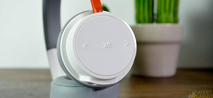 Le BackBeat 500 dispose de commandes sur ses oreillettes pour gérer facilement sa musique