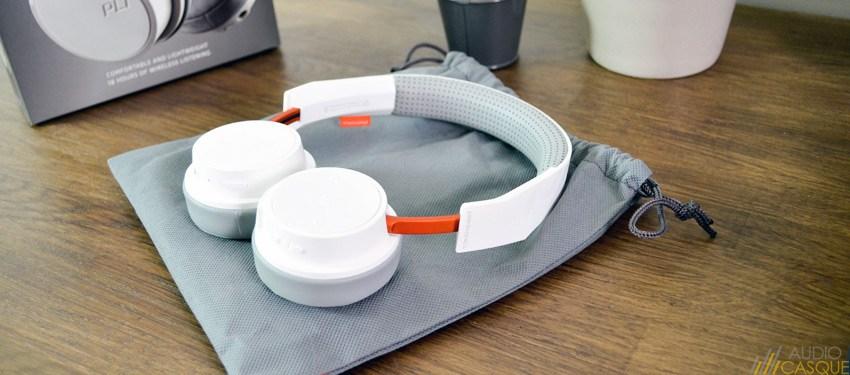 Le casque est livrée avec une housse de protection en tissu permettant de le protéger durant les transports
