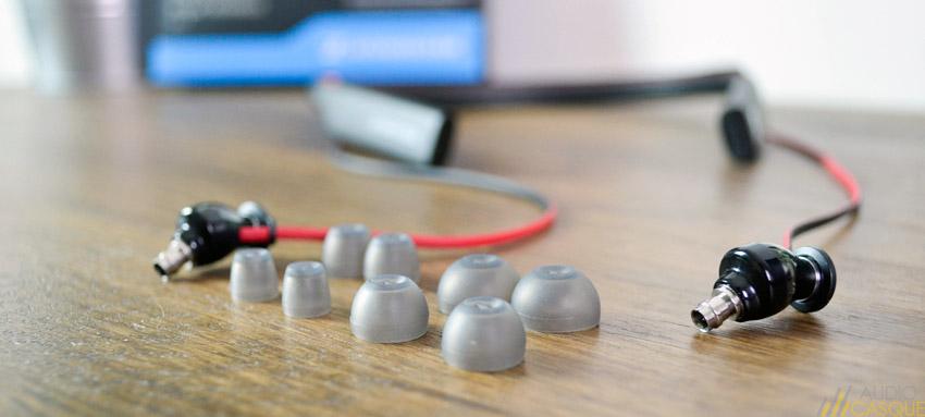 Des embouts en tailles L, M, S et XS pour ajuster les écouteurs intra-auriculaires