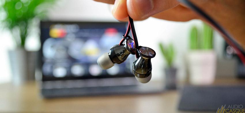 Zoom sur les oreillettes des écouteurs Sennheiser sans-fil