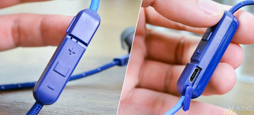 La télécommande embarque une batterie et un microphone