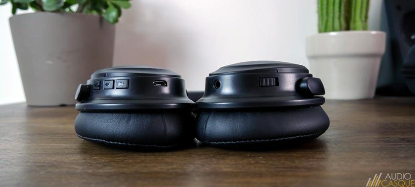 Le casque se gère depuis des commandes positionnées sur ses écouteurs